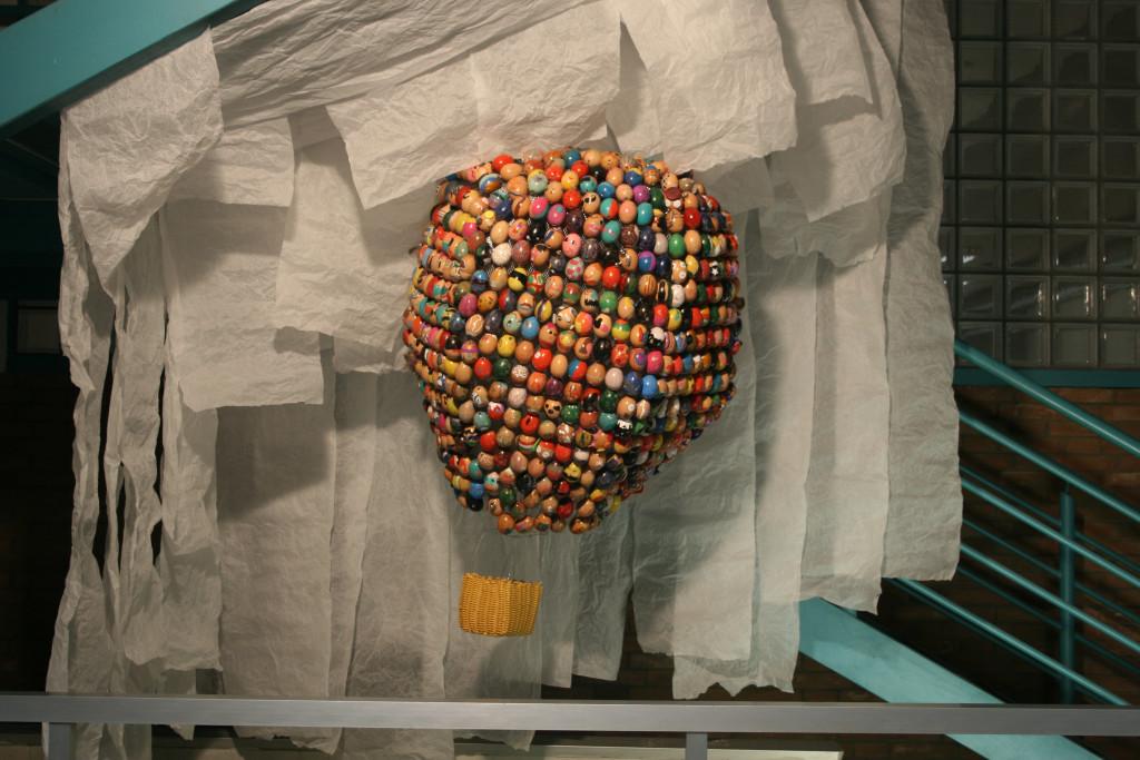 Eggsaggerate. Uova in mongolfiera. Simone Abbottoni con Orsola Poggi